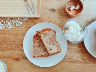 手作りパンと素敵朝食の写真・画像素材[1165328]