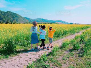 親子でお散歩の写真・画像素材[1185888]