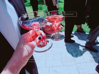 シャンパンで乾杯ウェディングパーティの写真・画像素材[1228893]