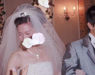 フラワーシャワー花びらと花嫁の写真・画像素材[1231974]