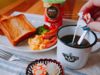 ホットラテで美味しい朝食の写真・画像素材[1241511]