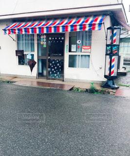 レトロな理髪店のカラフルシマシマの写真・画像素材[1284735]