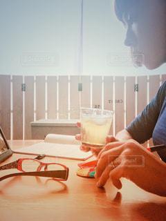 勉強中にお茶でリセットの写真・画像素材[1295165]