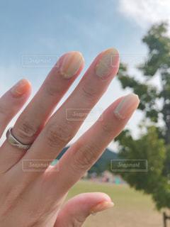 夏の空と夏ネイルの写真・画像素材[1334092]