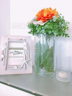 ウェディング雑貨とダリアの花瓶の写真・画像素材[1368131]
