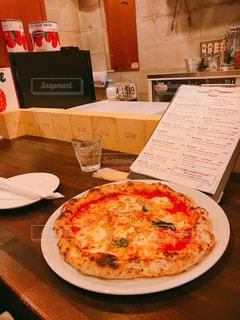 食欲の秋にトロトロ熱々ピザの写真・画像素材[1466270]