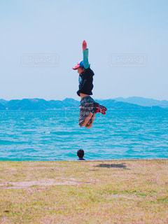 海,ジャンプ,帽子,海岸,未来,小学生,瀬戸内海,明るい,少年,男の子,ポジティブ,広島県,真っ直ぐ,小4,福山市,可能性,羽ばたけ
