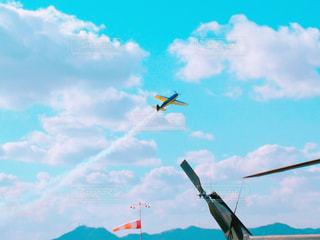 空,白,雲,青空,飛行機,黄色,山,飛行機雲,プロペラ,アクロバット,岡山県,フォトジェニック,岡南飛行場