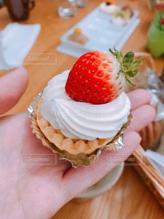 プチケーキと私の写真・画像素材[1667797]
