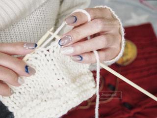 ネイルもニット!冬ネイルも暖かく編み物中の写真・画像素材[1755892]