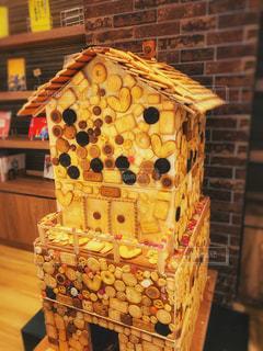 おっきな甘いホンモノのお菓子の家の写真・画像素材[1882960]