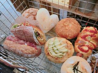 食べ物,パン,アボカド,ハート,食品,パン屋さん,メロンパン,焼きそばパン,ソーセージパン,カレーパン,複数,カゴ,生ハムパン