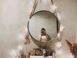 鏡の写真・画像素材[2458066]