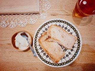 特製手作りくるみパンで朝食の写真・画像素材[2482127]
