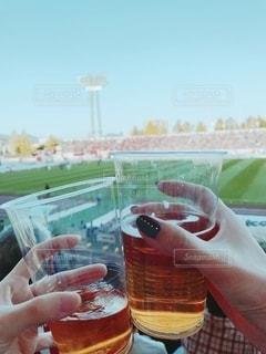 サッカースタジアムで乾杯!の写真・画像素材[2493656]