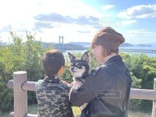 愛犬と瀬戸大橋の写真・画像素材[2699912]