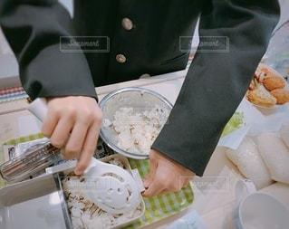 中学生男子が作るお弁当の写真・画像素材[2700845]
