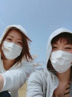 2人とも花粉症の写真・画像素材[2715230]
