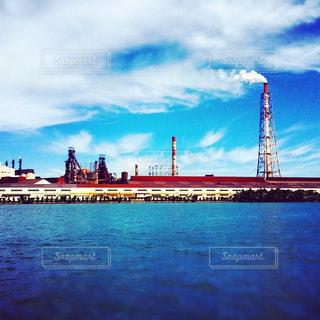 工場と海の写真・画像素材[1347393]