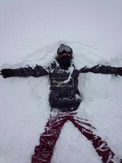 雪の上に大の字での写真・画像素材[1713078]