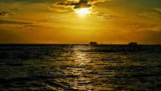 自然,風景,海,空,夕日,屋外,湖,太陽,ボート,砂浜,夕暮れ,船,水面,光,ハワイ,夕陽,車両,日中,水上バイク