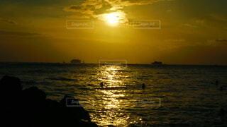 自然,風景,海,空,夕日,屋外,湖,太陽,朝日,ビーチ,雲,夕暮れ,水面,海岸,光,正月,ヤシの木,お正月,ハワイ,夕陽,日の出,新年,初日の出