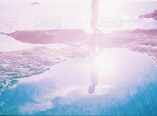 水体の上空で雲のグループの写真・画像素材[1440661]