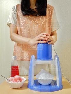 女性,かき氷,かき氷器,電動かき氷器