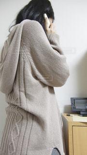 スマホで電話をしている女性の写真・画像素材[783509]