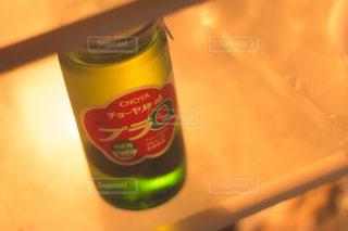 飲み物,夏,お酒,キッチン,室内,日常,逆光,シンプル,幸せ,インドア,冷たい,アルコール,楽しみ,クローズアップ,梅酒,自宅,冷蔵庫,飲む,さり気ない,リアル感,冷え冷え,キンキン,チョーヤ,kt_pics,CHOYA,プラQ,ありふれた