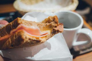 食事,朝食,ランチ,屋内,日常,パン,テーブル,トースト,リラックス,チーズ,シンプル,サンドイッチ,ハム,おいしい,美味しい,モーニング,軽食,閉じる,フィルム風,ktpics,モリバコーヒー