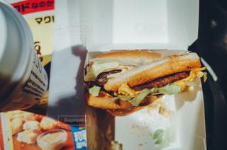 食事,ランチ,ハンバーガー,日常,シンプル,食べる,おいしそう,おいしい,マクドナルド,フライドポテト,ポテト,マック,ジャンクフード,フレンチフライ,フィルム風,ktpics,ビッグマック