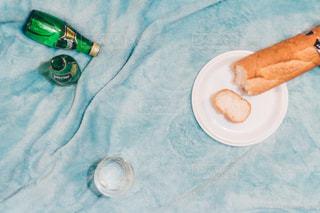 テーブルの上に食べ物のプレート - No.899280