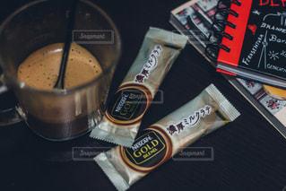 テーブルの上のコーヒー カップの写真・画像素材[1307627]