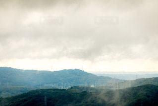 背景の大きな山の写真・画像素材[1405633]