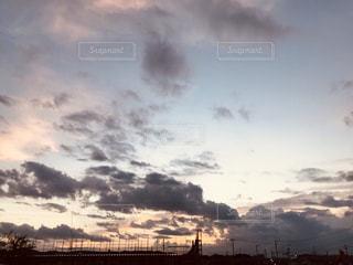 空には雲のグループの写真・画像素材[1490735]