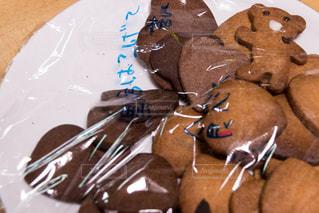 皿にチョコレート ケーキの写真・画像素材[1882718]