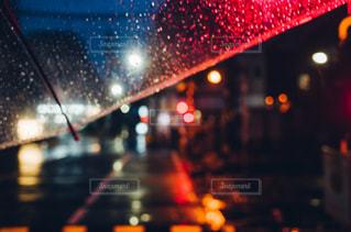 夜,夜景,雨,傘,水,水滴,ネオン,キラキラ,水玉,雫,ストリート,玉ボケ,しずく,雨降り,ビニール傘,ビニール,主観視点,POV,kt_pics,From My Umbrella