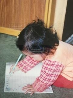 女の子,赤ちゃん,書類,紙,お絵かき,データ,色・表現