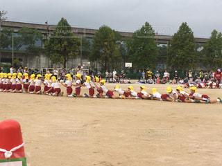 快晴,運動会,幼稚園,真剣,体操服,汗,達成感,組体操,運動会日和,ドミノ倒し