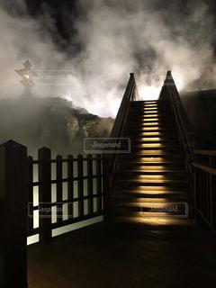煙が出ている橋の写真・画像素材[2769708]