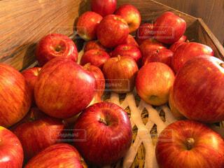 食べ物,赤,フルーツ,果物,野菜,りんご,食品,青森,食材,フレッシュ,ベジタブル,リンゴ,艶々
