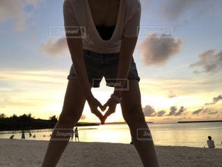 海,空,夕日,ビーチ,手,沖縄,シルエット,ハート,旅行,旅,宮古島,サンセット,女子旅,思い出,オレンジ色,グラデーション
