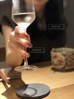 女性,ディナー,ガラス,手持ち,人物,ワイン,ポートレート,ドリンク,ライフスタイル,手元