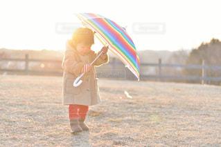 初めての傘の写真・画像素材[2184610]
