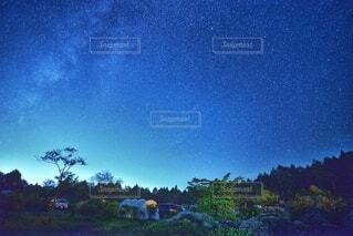 キャンプの夜空の写真・画像素材[3662628]