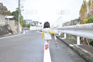 雨上がりの散歩道の写真・画像素材[4222777]