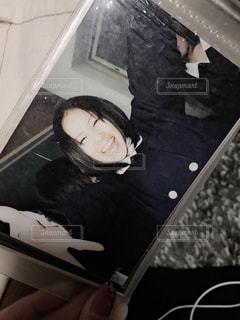 部屋に座る人の写真・画像素材[856615]