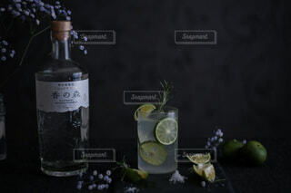 ガラス,ボトル,アルコール,クラフトジン,香の森