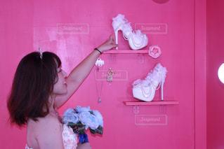 ピンクの部屋の少女 - No.777576